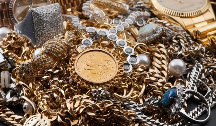 precious metals offer alternative to diversify from equities stock