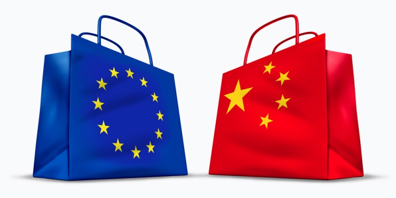 [European and Chinese flag shopping bags]